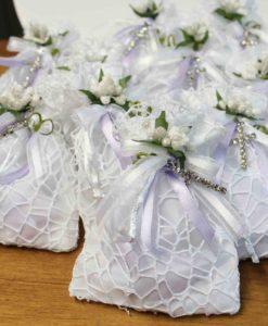 Sacchetto bianco lilla croce 10 - NonSoloCerimonie.it