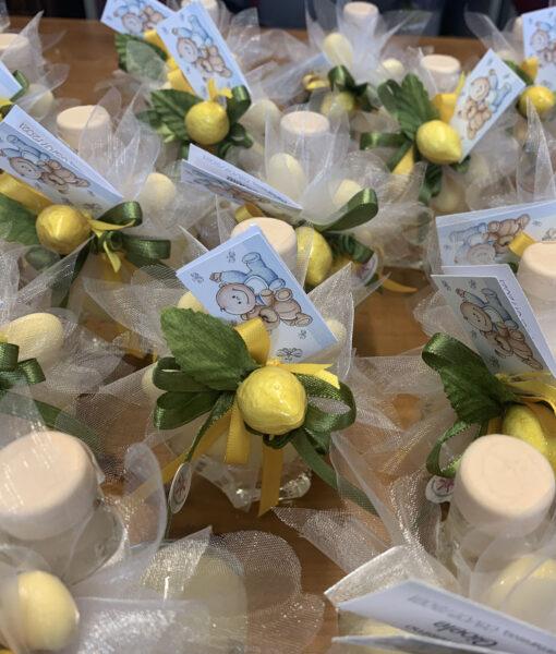 Bomboniera/Segnaposto Bottiglia Liquore Cuore Limone 103 - NonSoloCerimonie.it
